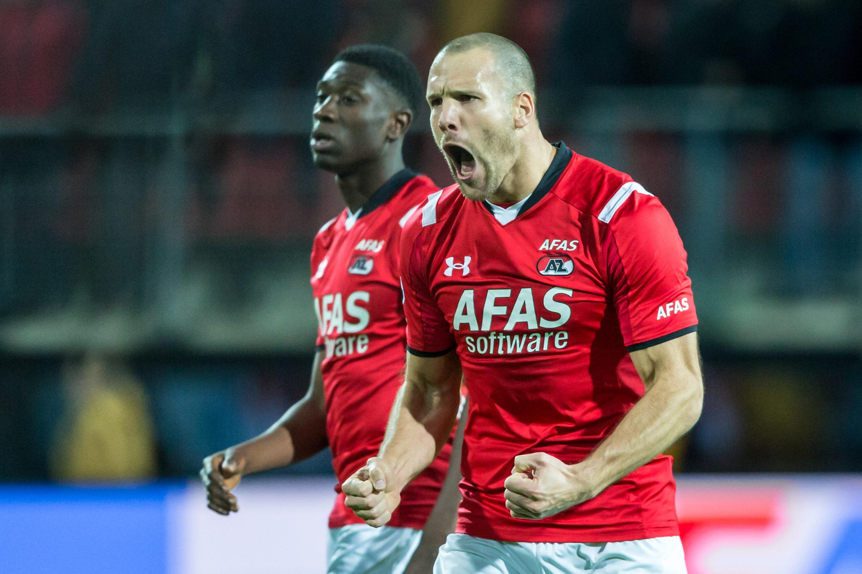 06-02-2016: Voetbal: AZ v Vitesse: Alkmaar  Ron Vlaar van AZ na het laatste fluitsignaal  Eredivisie 2015/2016  NOVUM COPYRIGHT TOON DOMPELING