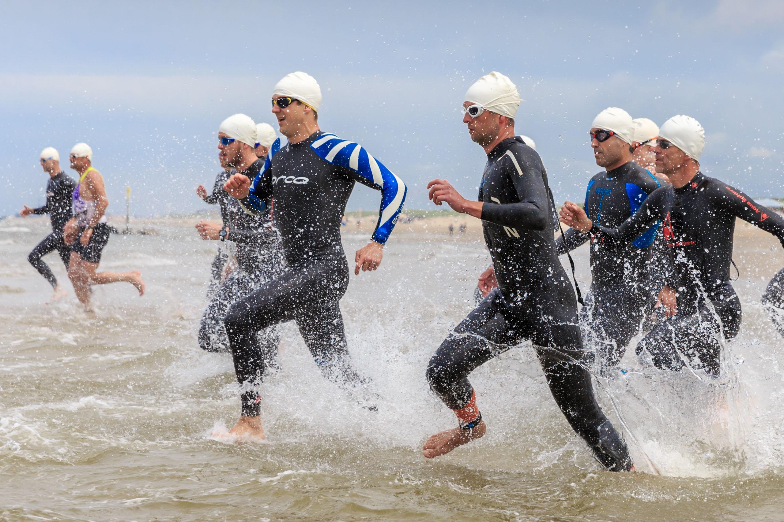 Start van de Beach Challenge 2016 in Kijkduin.